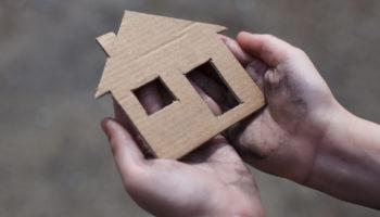 osoby bezdomne - symboliczny dom