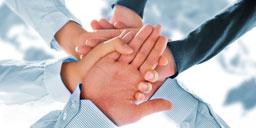 ręce symbolizujące gest pomocy